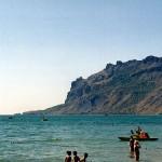 Вид на Кара-Даг с пансионатского пляжа