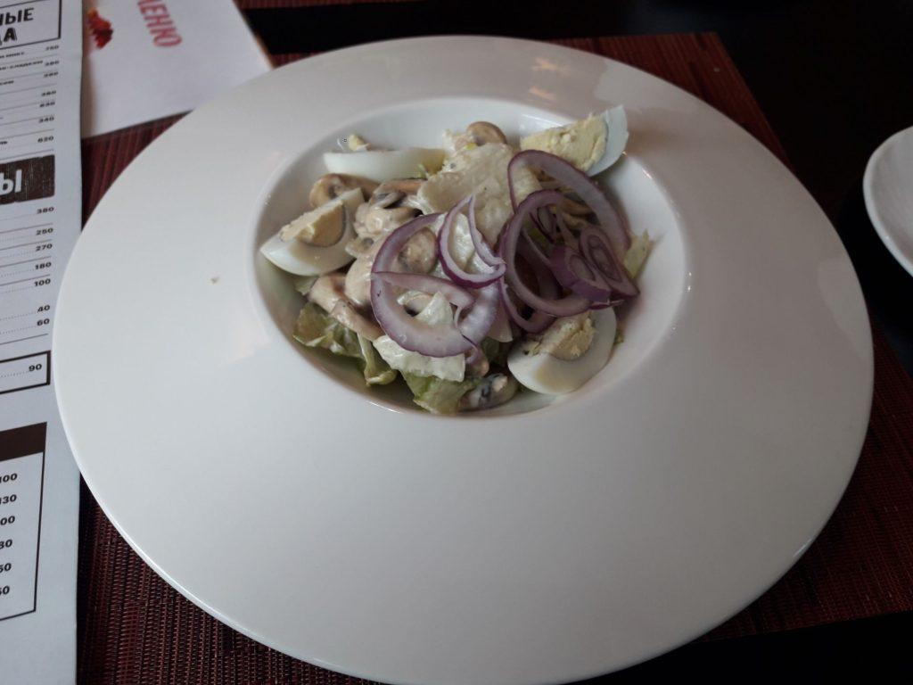 """""""Летающая"""" тарелка с салатом"""