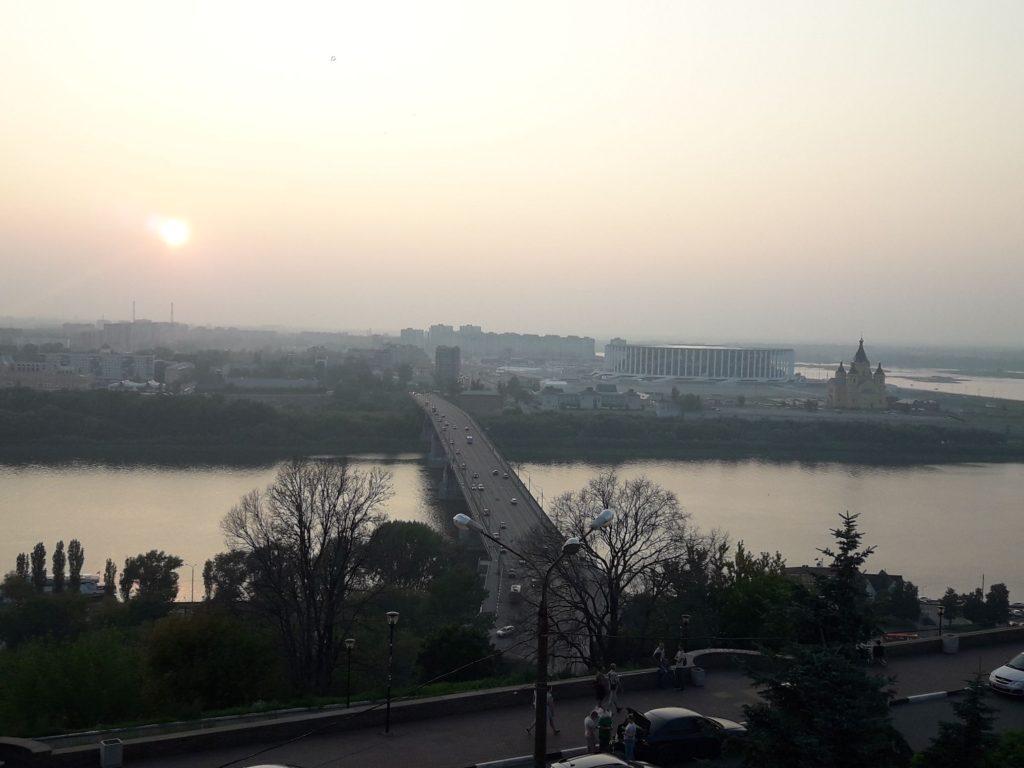 Закат над стрелкой, где Волга встречается с Окой