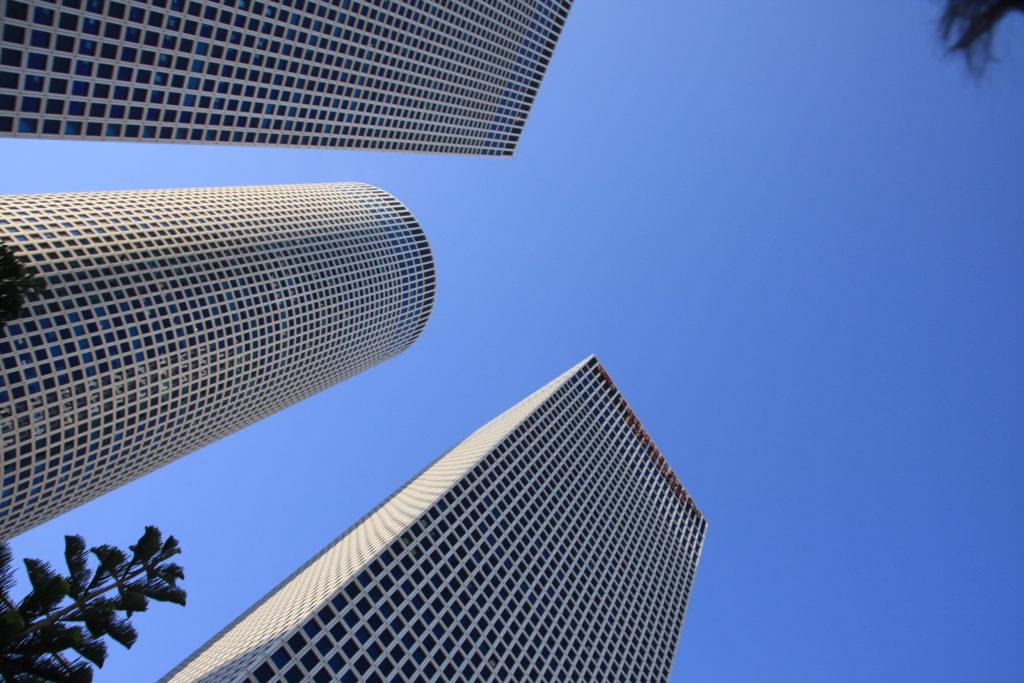 Тель-Авив: здания в форме квадрата, круга и треугольника
